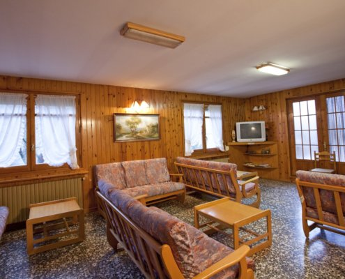 Sala d'estar amb televisió